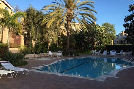 Near the Beach &LAX. MEALS INCLUDED - Torrance - Townhouse