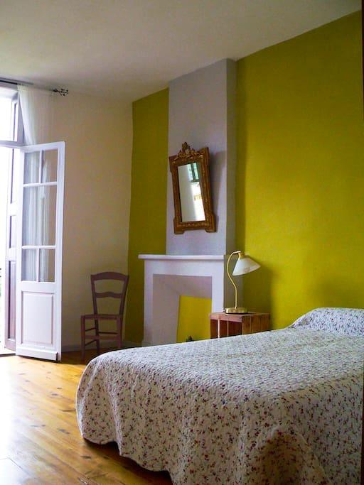 Chambre à 2 lits vue partielle