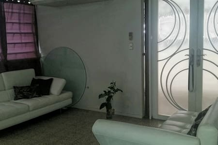 Private quite house - Levittown - House