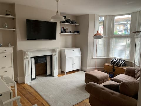 Stylish 5* Spacious Entire Flat 12 mins to Central