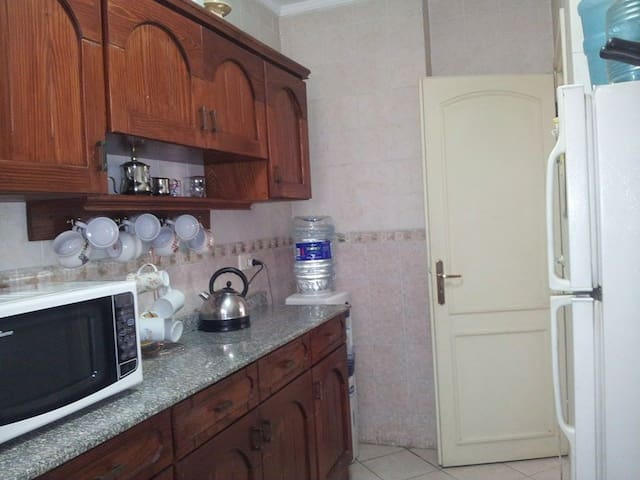 Cosy flat just off main gate - Cairo - Departamento