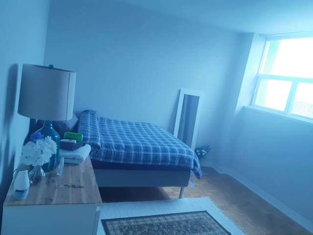 Private room in Downtown East side - Home Away:)