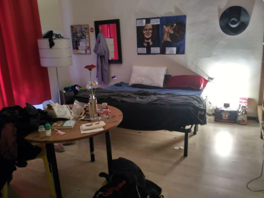 Sleeping room, not cleaned...