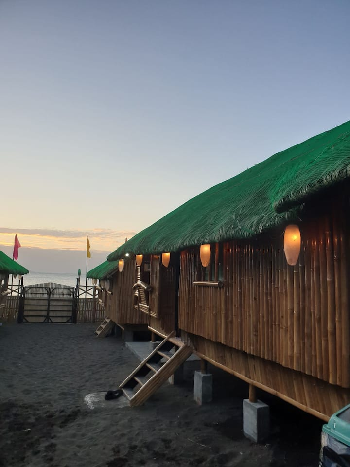 Oktowaves hotel beach front airconditioned hut1