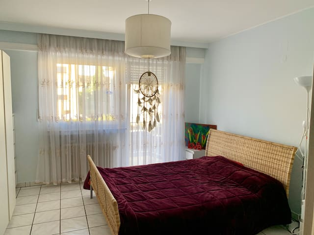 Cosy room, quiet area, bus stop 7 meters