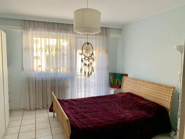 Cosy room,quiet area,bus stop,15min to city-center