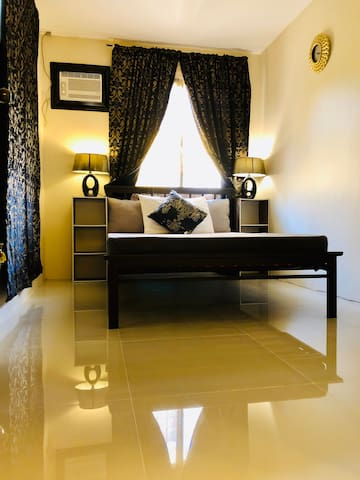 1 Bedroom Apartment w/ Parking, Kitchen &Hot Bath
