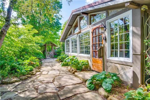 Puslinch Lake Urban Cottage