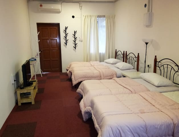 Quad Room With Balcony Kurau Inn Homestay - kuala Kurau  - Appartement