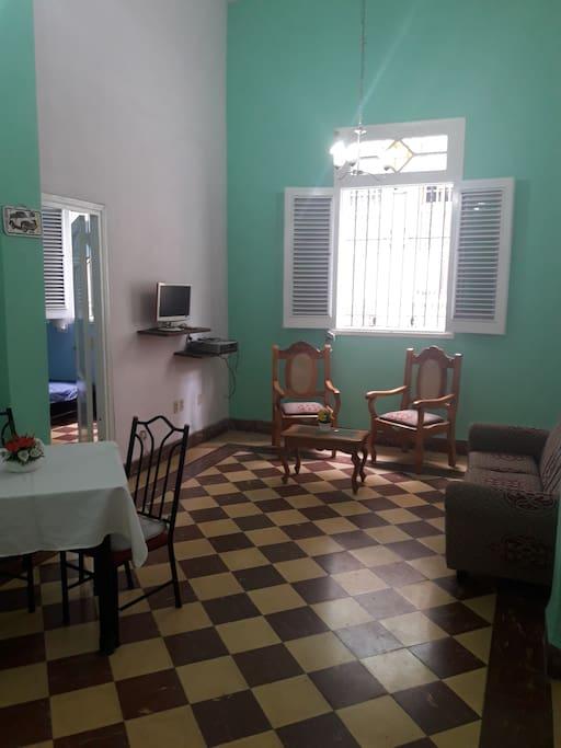 salon comedor con ventana