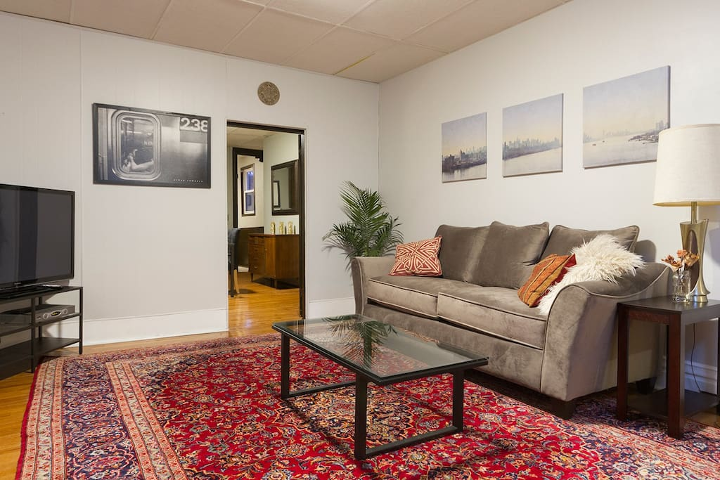 spacious getaway in little italy flats for rent in pittsburgh pennsylvania united states. Black Bedroom Furniture Sets. Home Design Ideas