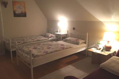 Helles Zimmer mit guter Anbindung nach Bielefeld