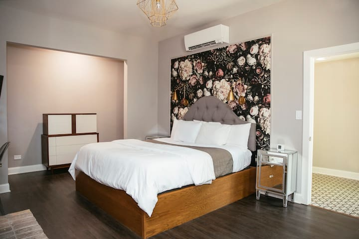 Romantic King Room in Boutique Wicker Park B&B