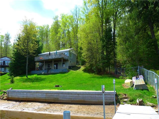 Diamond Lake 1 Private Waterfront - Amazing Views - Highland Grove