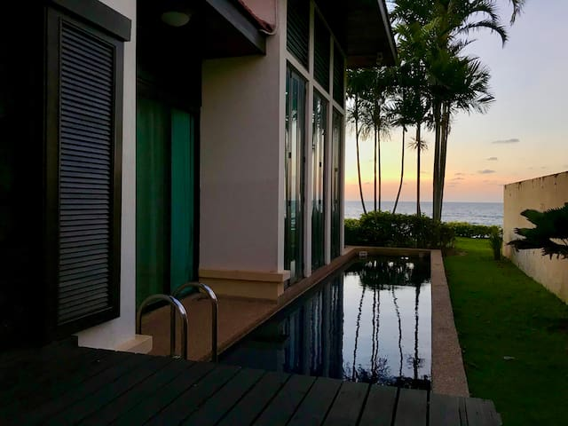 Sunset Seaview 2 Bedroom Beachfront Pool Villa海边别墅