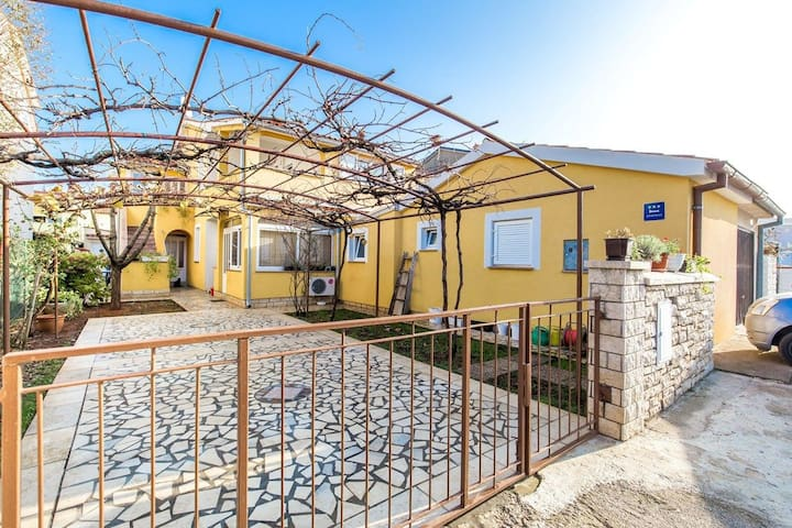 Apartment House Milena (16176-A2)
