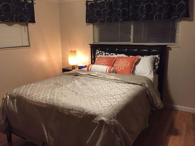 Maple Trees Home - Zeus Queen Bedroom