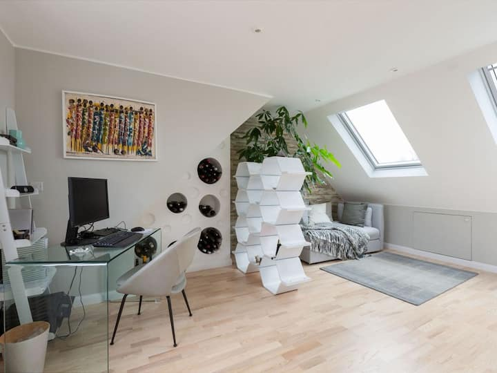 Private and stylish loft ensuite bedroom Wembley