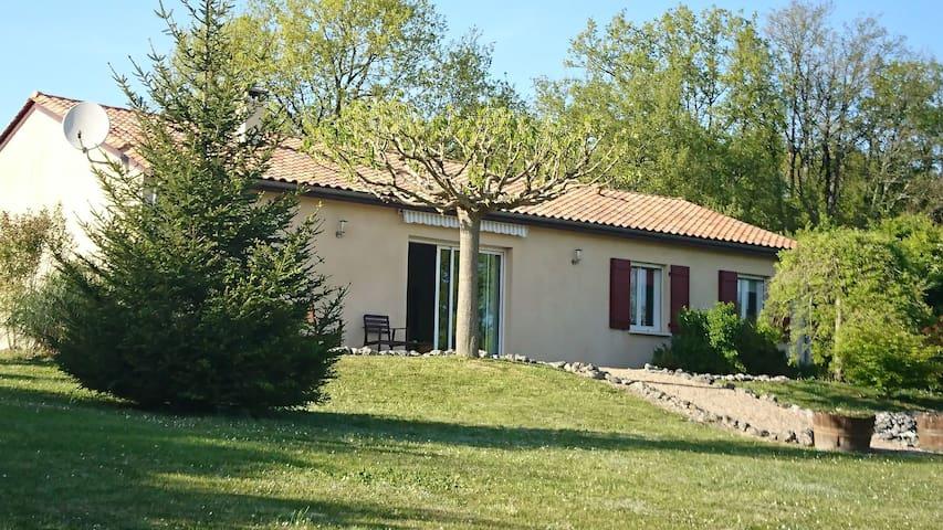 périgord vert, piscine sans vis à vis, campagne... - Saint-Martin-de-Ribérac - Hus