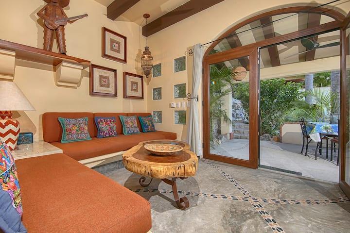 Lovely Villa, Pool, A/C, 5 min walk to town/beach