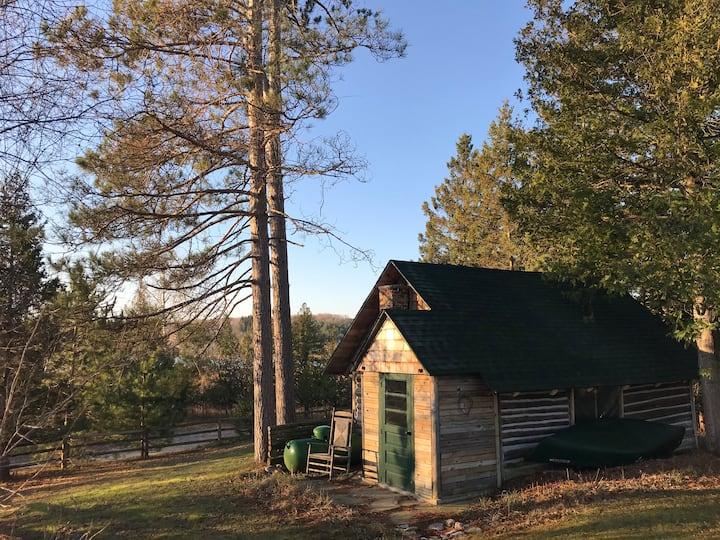 Rustic Cabin on Toad Lake