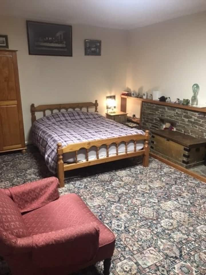 Spacious room in quiet location near the moors.