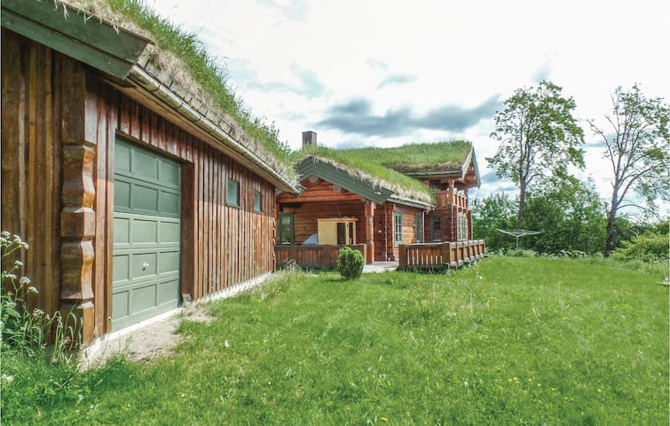 Holiday cottage with 5 bedrooms on 176m² in Moelv