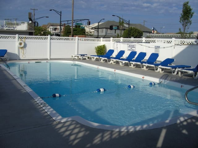 Ocean City All New 2BR, 2BA-Heated Pool! Sleeps 8!
