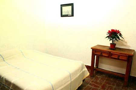 Cuarto en casa dentro de Los Amates - Oaxtepec