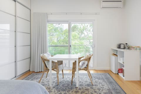 Relax in a Spacious, Peaceful and Private Guest Studio Room