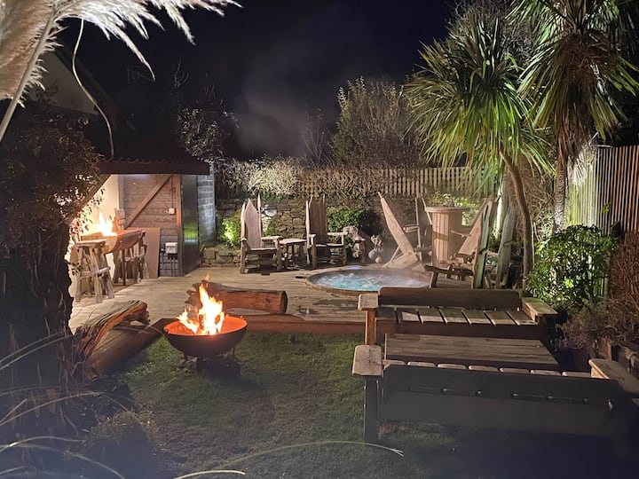 Surfers paradise in central Croyde with HOT TUB and walking distance to beach - Chuggs Chill Out