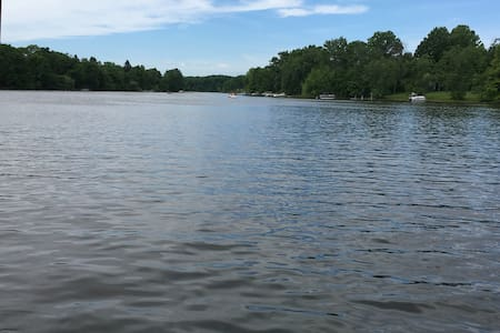 RNC fun Lake front house AND separate guest house - Deerfield