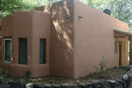 Charming Taos adobe casita - Hus