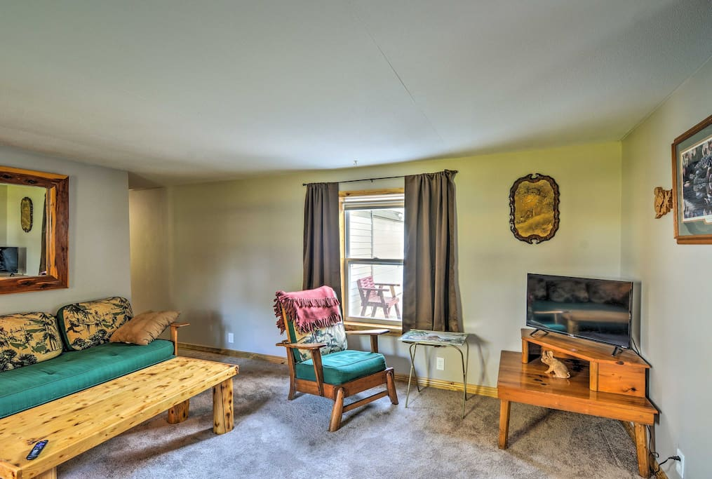 The house boasts 3 bedrooms, 1 bathroom and all amenities of home.