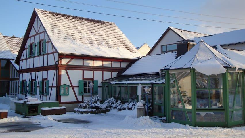 Waldhotel Bächlein (Mitwitz), Einzelzimmer Standard (17qm) mit Balkon