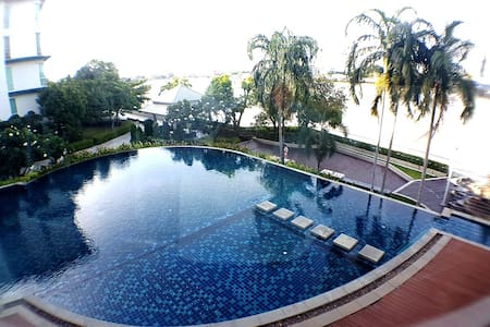 Panorama City View by the River with Pool & Gym - Bangkok - Apartment