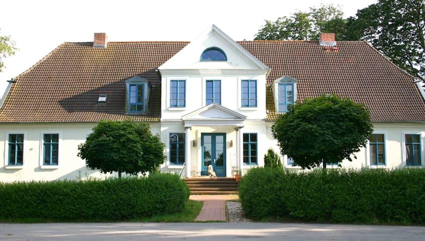 Gutshof Ilow   1 - Große Gästewohnung West - Neuburg - Appartement