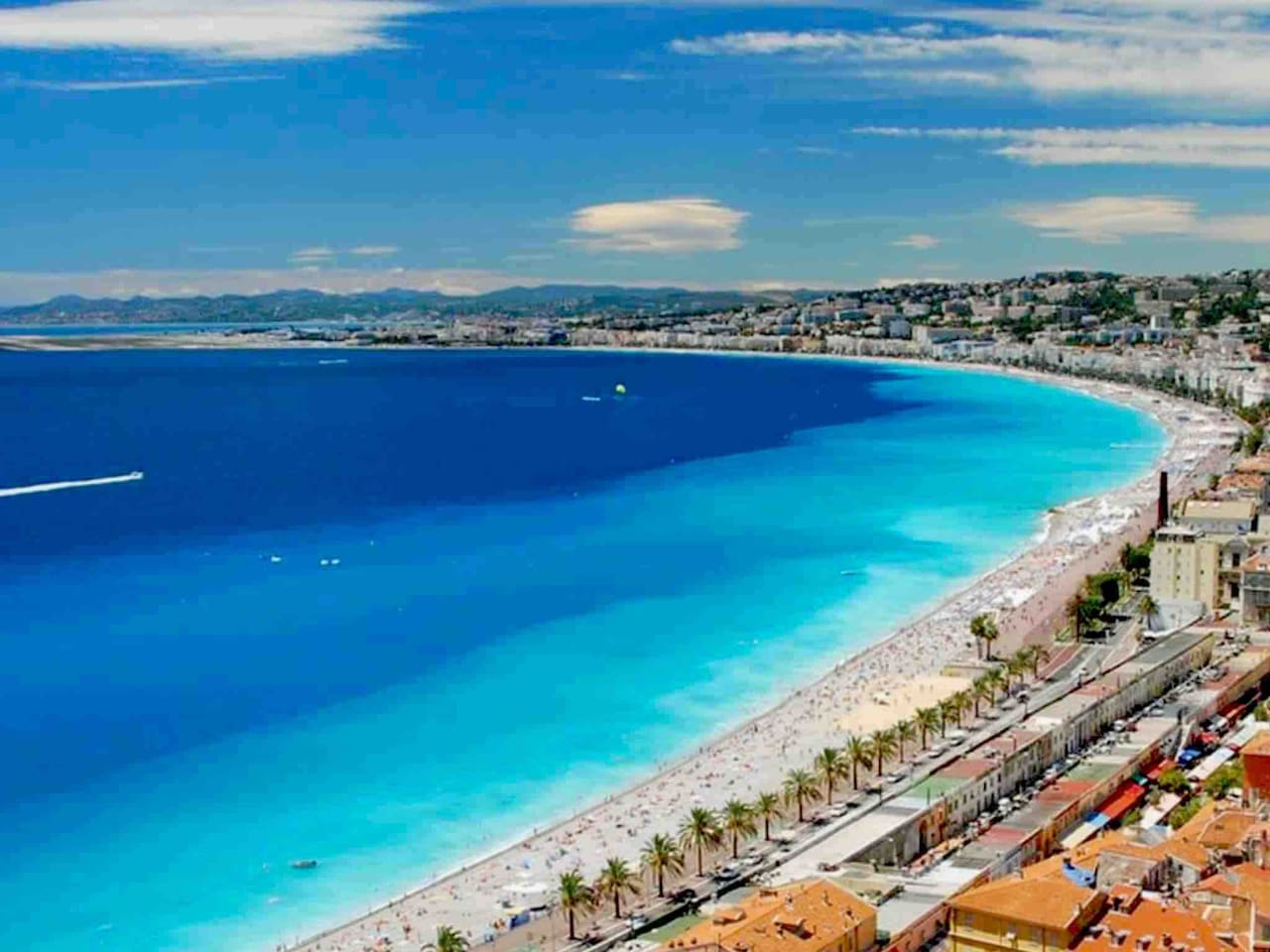 "View over Nice and the famous ""Promenade des anglais""."