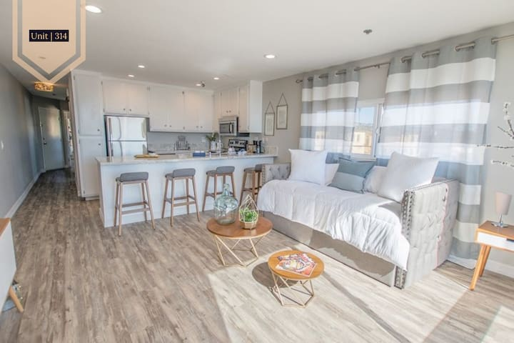 A Modern Vibe at Pacific Beach | San Diego