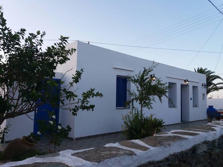 Apollonia  'Κostas + Κaterina'  Traditional house