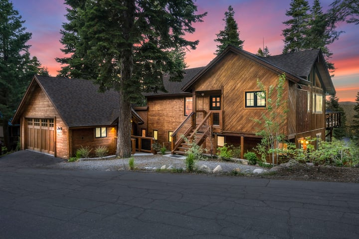 Tahoe Treehouse *HOT TUB, EV CHARGER* New Remodel
