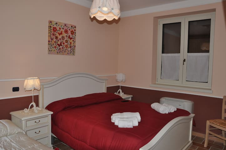 Stanza Privata Camera Rossa - Paternopoli - Bed & Breakfast
