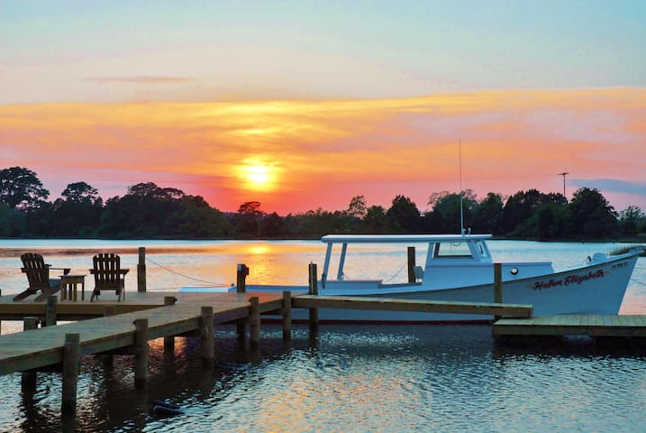 Deluxe Private Waterfront Suite; No Fees!