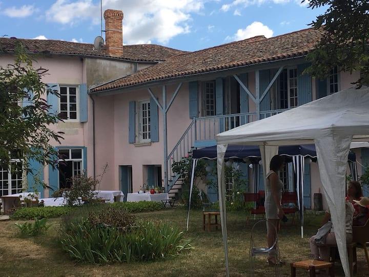 Maison d'hôte charentaise avec jardin arboré - 1