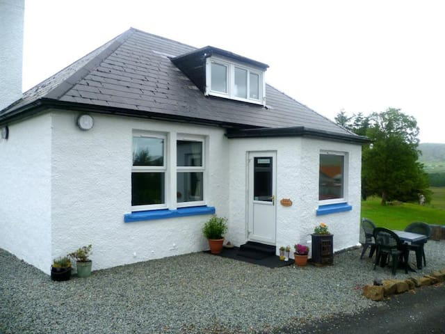 Garalapin House B&B, Portree Family Room 4 Persons