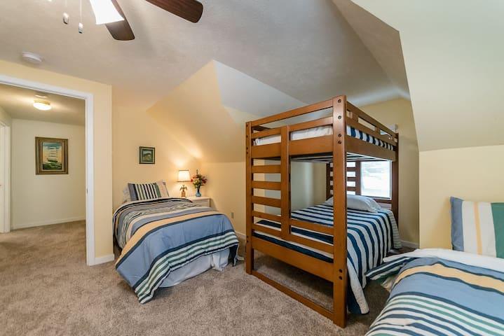 2nd Floor Kid's Bedroom 2 w/2 Twin Beds & Twin Bunk Bed Set - Bedroom 4 of 6