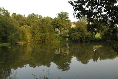 Charmante maison à la campagne avec étang - Chard - 独立屋