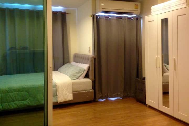 Cozy room @MRT Purple line