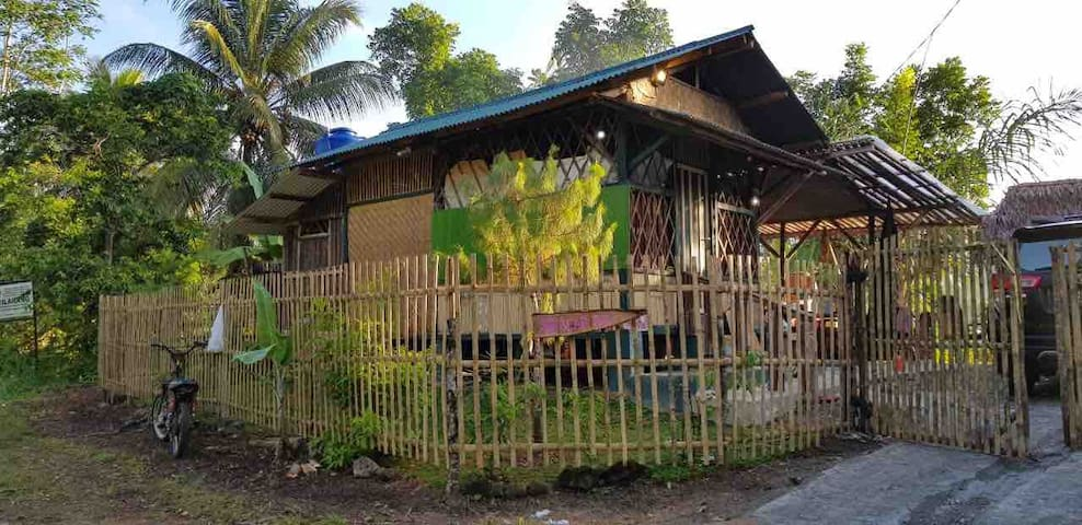 Bear Paw Resort (Bambu Saung Tiny House and Farm)