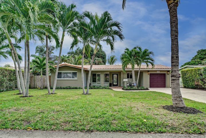 Newly updated designer pool home - Wilton Manors - Dom